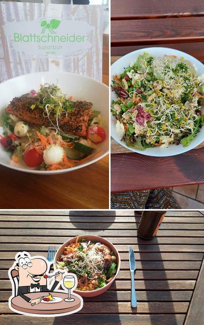 Essen im Blattschneider Salatbar