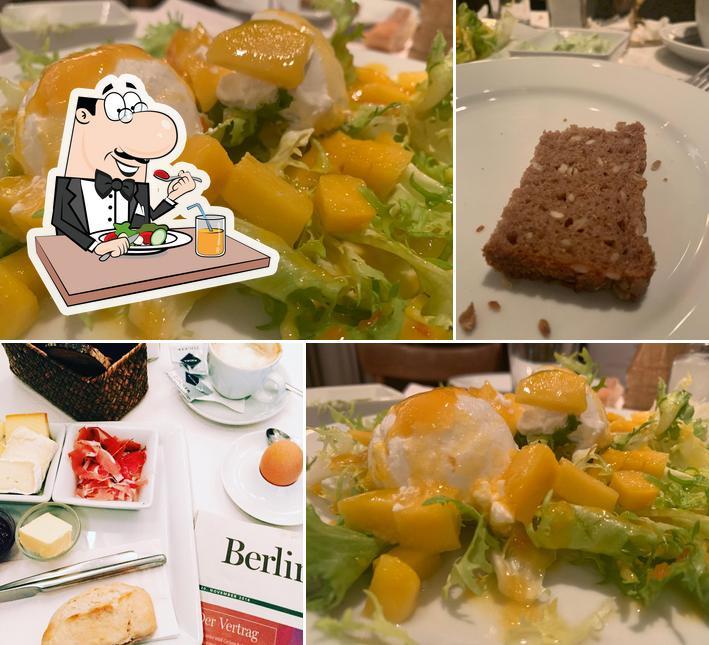 Essen im Café Savigny
