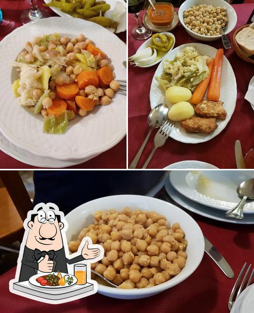 Entre la variedad de cosas que hay en Nuevo Horno De Santa Teresa también tienes comida y interior