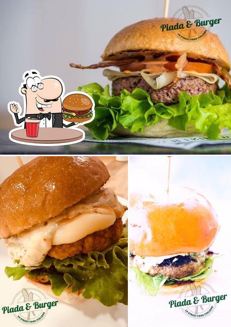 Holt einen Burger bei Piada & Burger