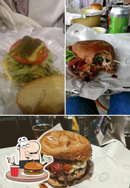 Peça um hambúrguer no Saint Joe Burgerhouse