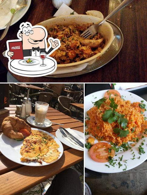 Essen im CaféTass
