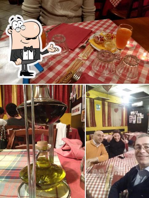 Dai un'occhiata alla foto che mostra la interni e tavolo da pranzo di Amarcord