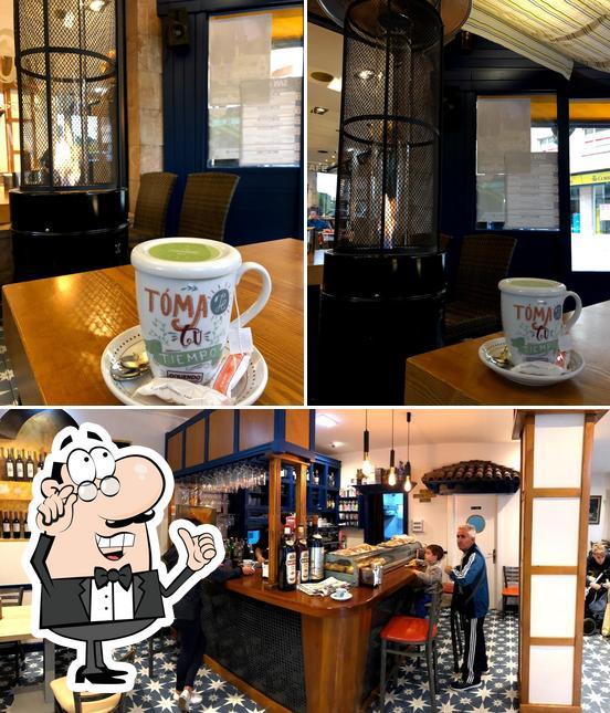 El interior de Café y Copas César Llosas