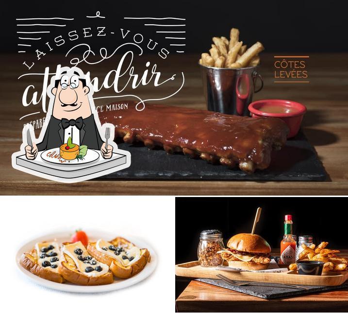 "Блюда в ""Rotisserie O'Poulet"""
