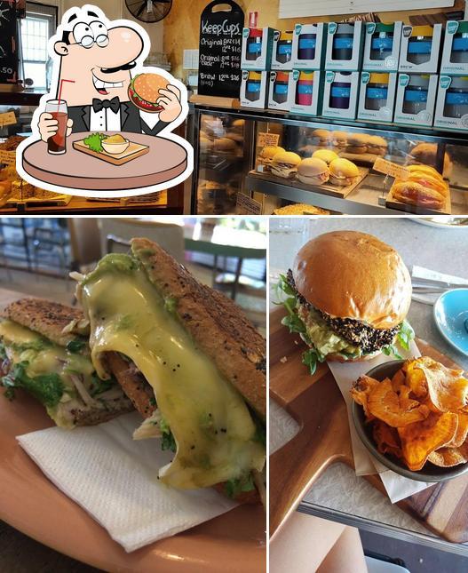 Order a burger at Ootong & Lincoln