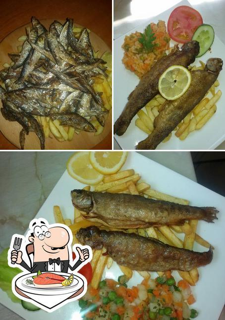 Restoran Akord serviert eine Speisekarte für Fischliebhaber