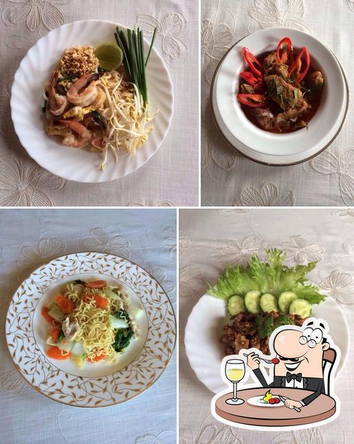 Food at A Roy D Thaifood