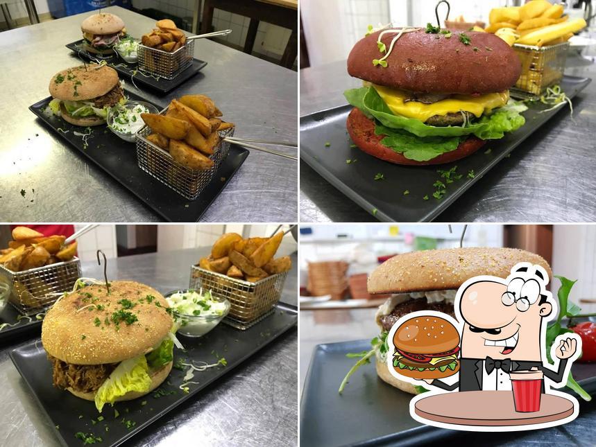 Holt einen Burger bei Restaurant Platzhirsch