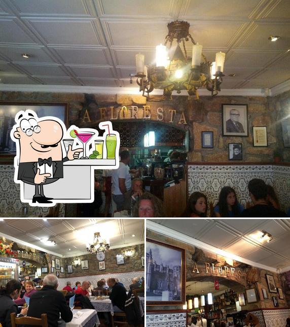 A Restaurante A Floresta se destaca pelo balcão de bar e interior