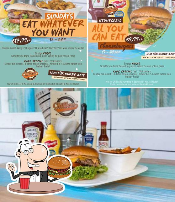 Holt einen Burger bei CHILLERS Bar & Restaurant