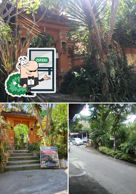 Check out how Warung Boni looks outside