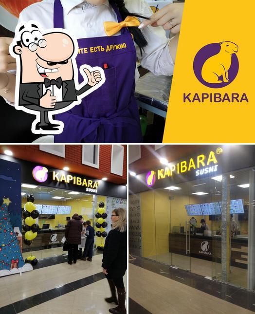 Mire esta foto de Kapibara Sushi