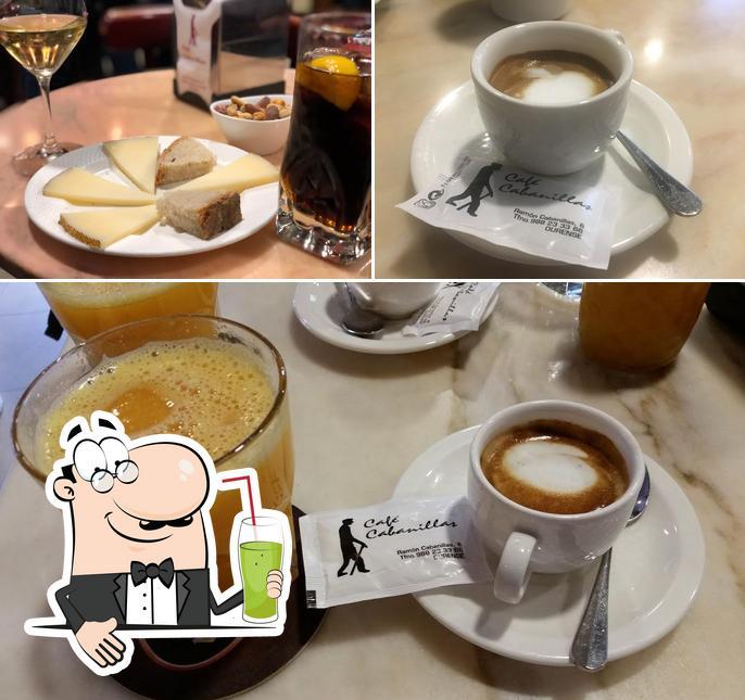 Disfrutra de una bebida en Café Cabanillas