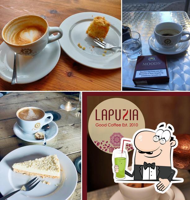 Genießt ein heißes Getränk im Kaffeerösterei Lapuzia