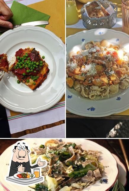 La nourriture et intérieur du restaurant