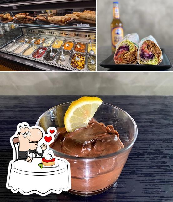KARTOFFELKÖNIG serviert eine Mehrzahl von Desserts