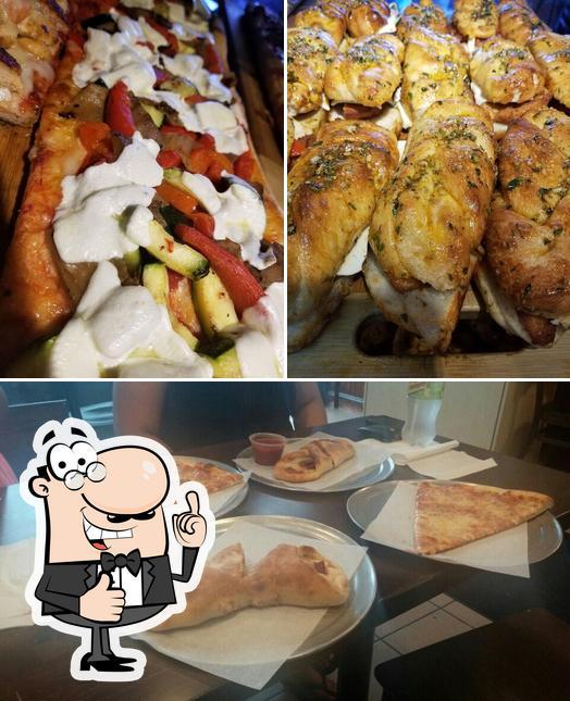 Vea esta imagen de EuroItalia Pizza