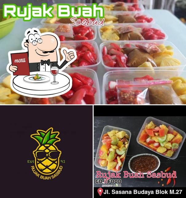Comida en Rujak Buah Sasbud