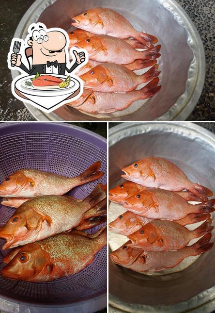 Warung Makan De 5 provides a menu for seafood lovers