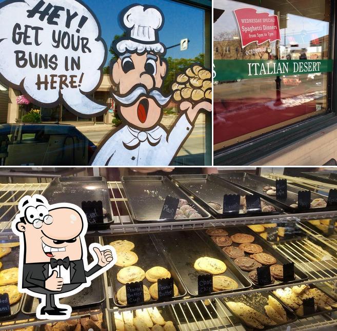 Look at this pic of Nino's Italian Bakery
