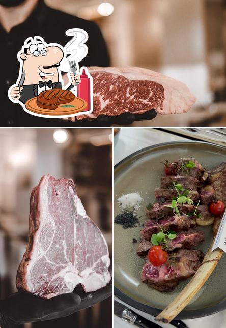 Prove pratos de carne no Manzo Steakhouse