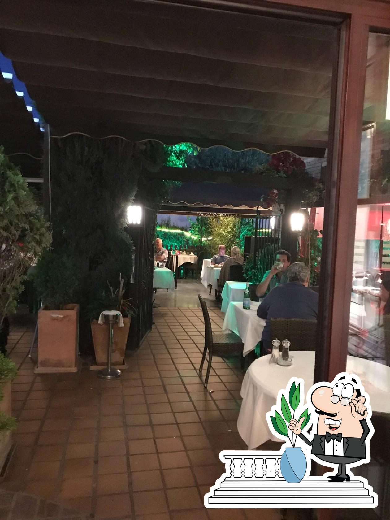 Check out how El Carnicero looks outside