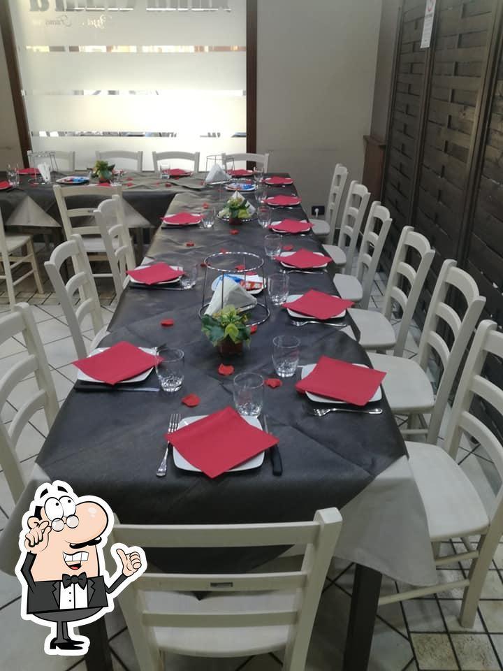 Siediti a un tavolo di Santa Chiara
