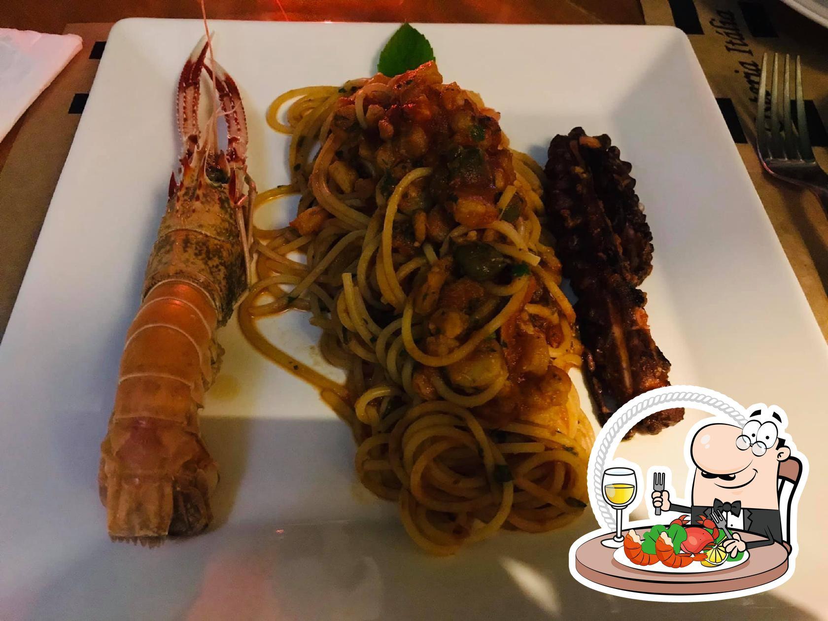 Escolha diversos pratos de frutos do mar oferecidos no Osteria Itália