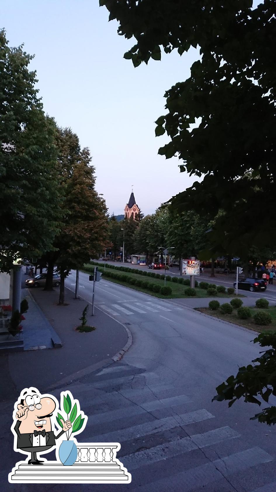 Genießt die Aussicht im Außenbereich von Restoran Plavi Cvjet Teslic