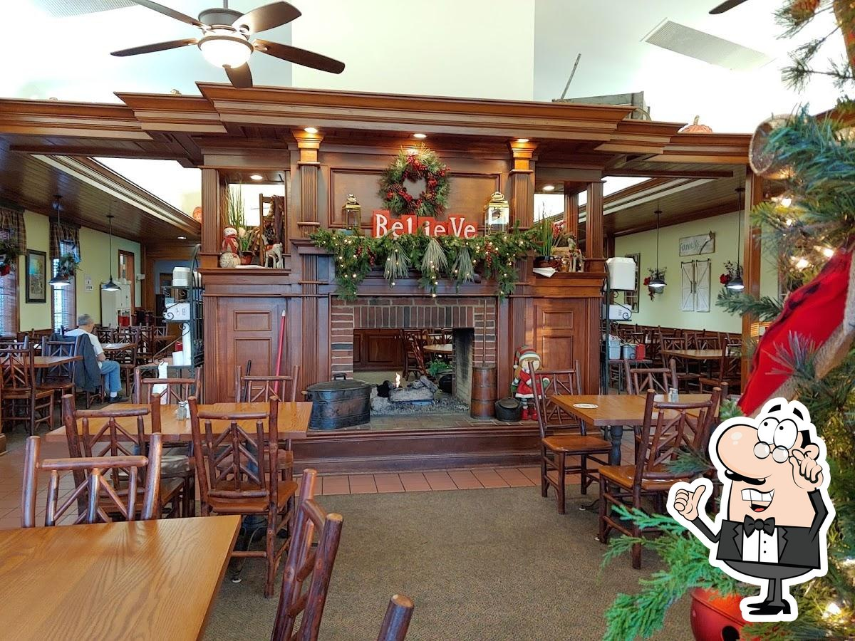 The interior of Applewood Farmhouse Grill