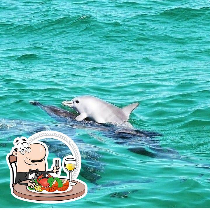 No momento somente DELIVERY/RETIRADAS agendadas, e workshop online p/ quem quer empreender. oferece uma escolha de pratos de frutos do mar