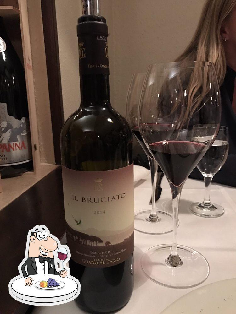 Es ist schön, ein Glas Wein im Fellini zu genießen