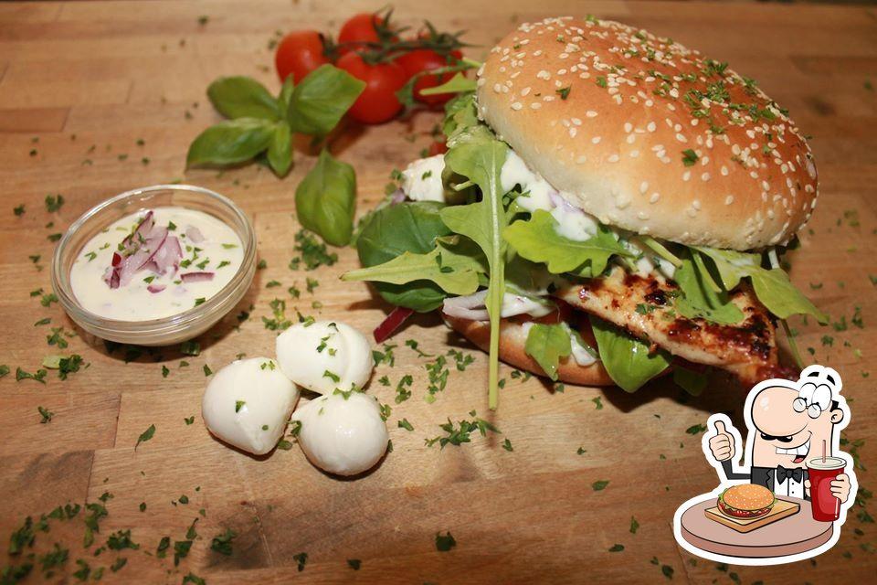 Probiert einen Burger bei Schnitzel-Point