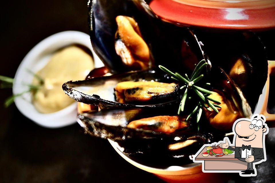 Meli del Tubo offers a number of seafood items