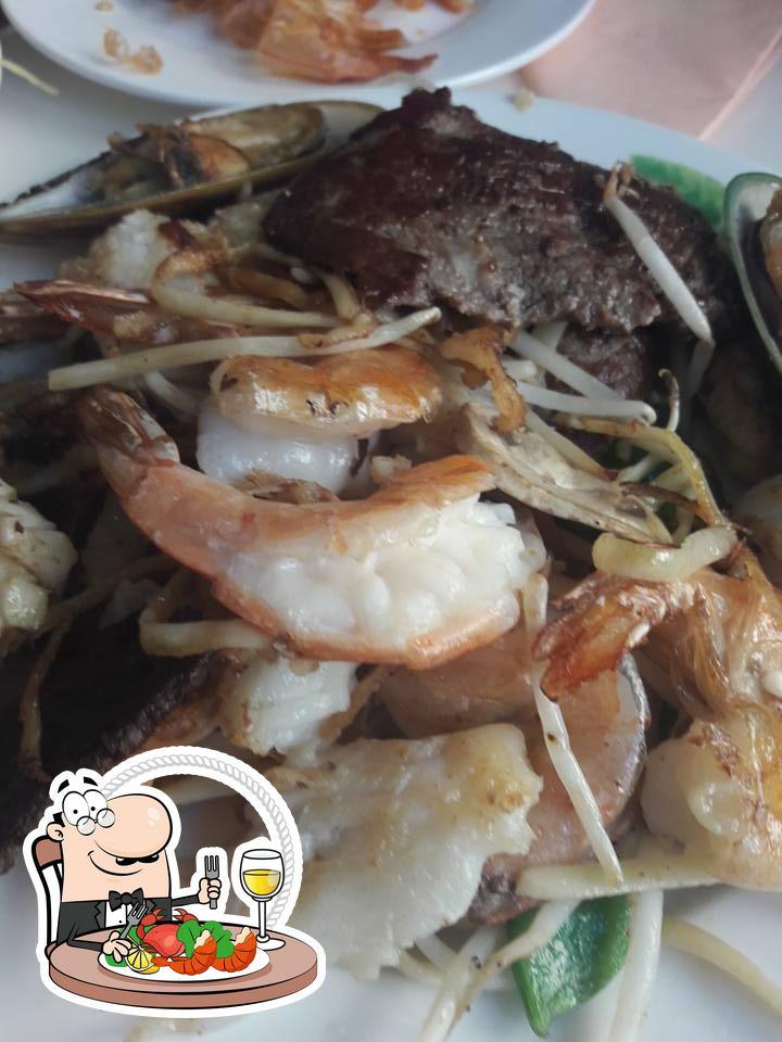 Kings Palace sert une variété derepas à base de fruits de mer