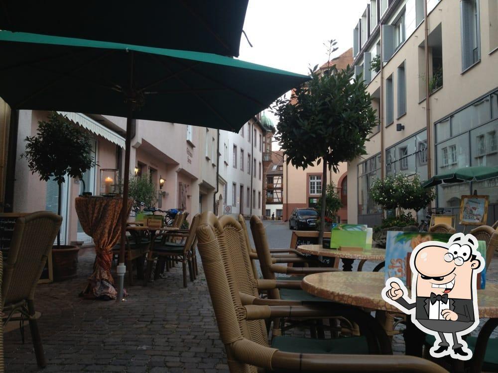 Die Inneneinrichtung von Cappuccino - Café-Bistro-Cocktailbar