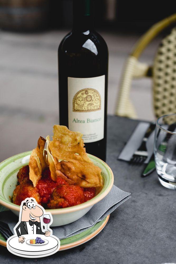 Prenez un verre de vin à Pizzeria Mamemi & Wine Bar